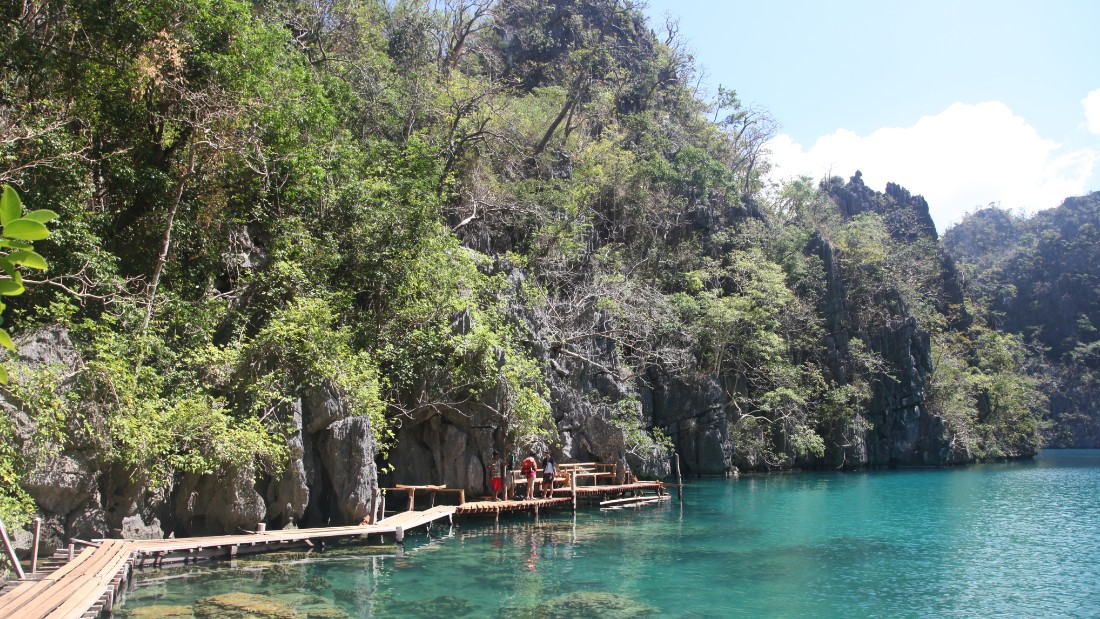 Swimming in Kayangan Lake is a peaceful way to relax. The towering limestone cliffs that surround it cut off the outside world completely.