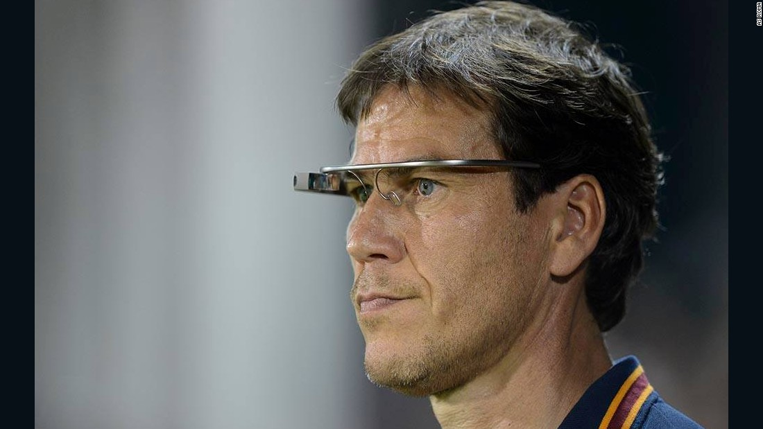 In May 2014, Roma's coach Rudi Garcia wore Google Glass during a friendly match against Orlando.