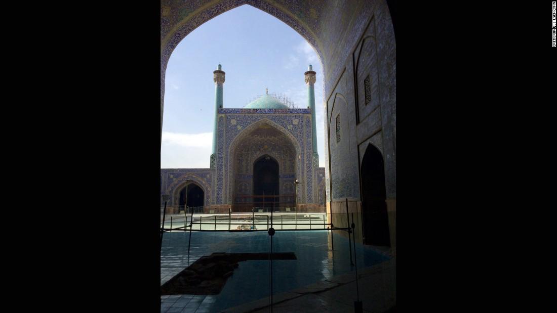 Inside Iran The Road To Esfahan Cnn Com