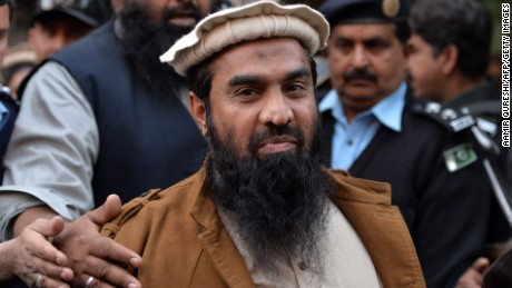 Pakistani security personnel escort Zaki-ur-Rehman Lakhvi as he leaves the court after a hearing in Islamabad on January 1, 2015.