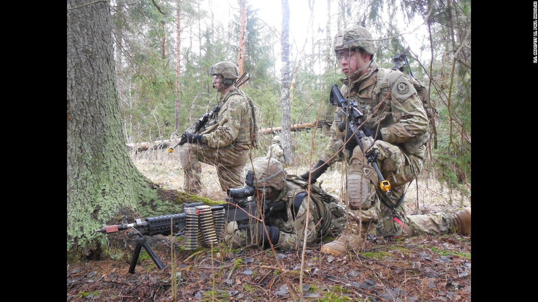 Dragoons from Iron Troop, 3rd Squadron, 2nd Cavalry Regiment, train with Estonian Allies in support of Operation Atlantic Resolve, March 7, 2015, in Rabassare, Estonia.