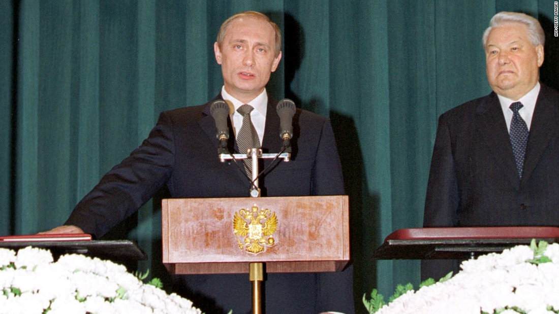 Putin takes the presidential oath next to Yeltsin in May 2000.
