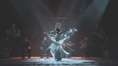 cnnee pkg rodriguez sara baras dancing_00000924