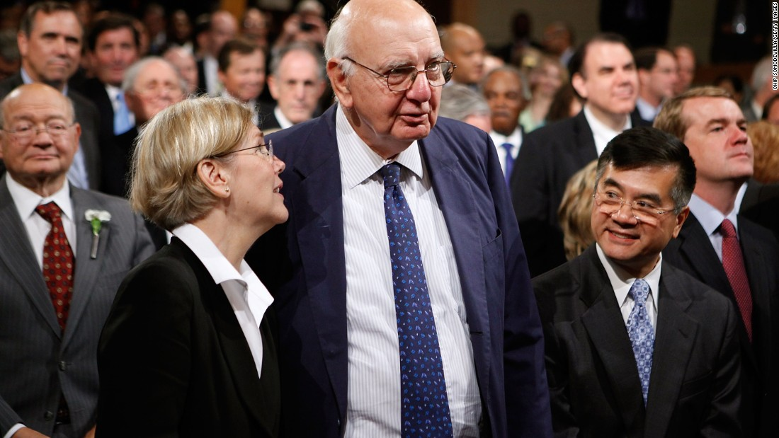 (Left to right) Former Harvard Law Professor Warren talks with former White House Economic Recovery Advisory Board Chairman Paul Volcker and former Commerce Secretary Gary Locke before the signing ceremony for the financial reform bill on July 21, 2010.