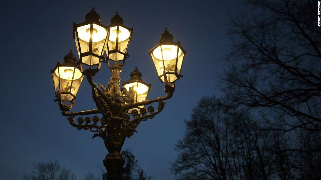 "No other city in the world has as many gas lamps as Berlin: there are over 40,000, but there used to be twice as many. They're going fast, replaced by greener and more efficient electric fixtures: according to the <a href=""http://www.wmf.org/project/gaslight-and-gas-lamps-berlin"" target=""_blank"">World Monuments Fund</a>, they're disappearing at the rate of 1,000 a year. Heritage enthusiasts maintain that the lamps are symbolic of the city's urban landscape and must therefore be preserved."