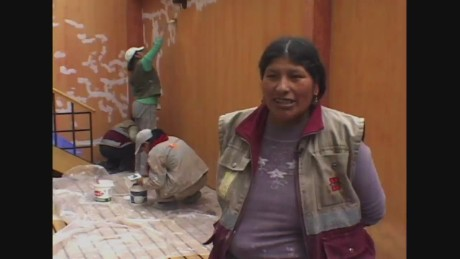 cnnee pkg carrasco bolivia women building houses_00010407