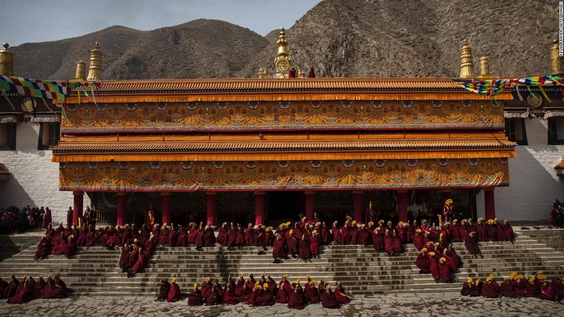Elegant Tibetan Buddhist Monks Gather At Labrang Monastery In A Tibetan Region Of  Northwest Chinau0026#39