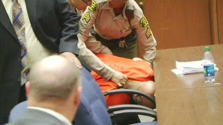 nr vonat suge knight collapses in courtroom_00002821