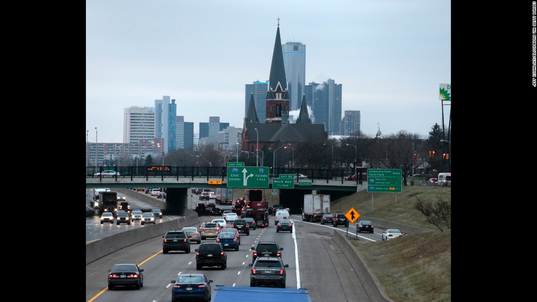 Detroit matches Miami at 26.6 minutes for its average commute time, but fewer than 10% of its residents travel more than an hour -- the lowest among the top 10.