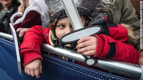 LEICESTER, UNITED KINGDOM - MARCH 26:  Four year old Torin Weston from Leicester, dressed as Richard III waits with his grandmother outside Leicester Cathedral for the reinterment ceremony of King Richard III, on March 26, 2015 in Leicester, England. The skeleton of King Richard III was discovered in 2012 benaeth a car park, in the foundations of Greyfriars Church in Leicester, 500 years after he was killed in the Battle of Bosworth Field. (Photo by Richard Pohle/WPA Pool/Getty Images)