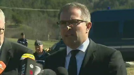 es sot lufthansa ceo visits crash site_00000000