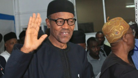 Nigerian president-elect Muhammadu Buhari (L) waves in Abuja on April 1, 2015.