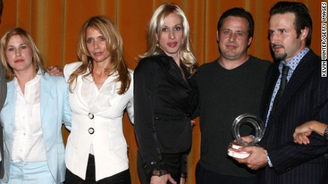 "BEVERLY HILLS, CA - MAY 10:  (L-R) , Patricia Arquette, Roseanna Arquette, Alexis Arquette, Richmond Arquette, David Arquette attend the AFI Associates luncheon honoring Hollywood's Arquette family with the 6th Annual ""Platinum Circle Award"" held at the Regent Beverly Wilshire Hotel on May 10, 2006 in Beverly Hills, California.  (Photo by Kevin Winter/Getty Images for AFI)"