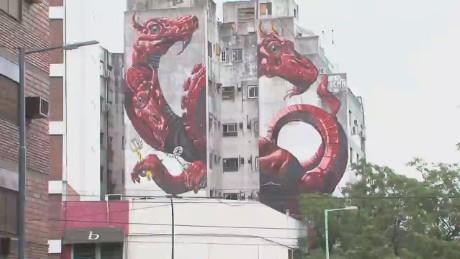 cnnee sarmenti argentina street art_00000613