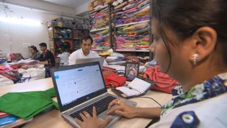 pkg kapur india working women_00012520