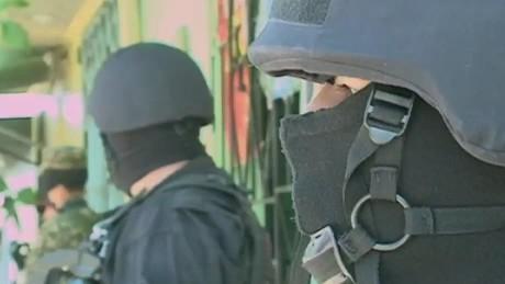 cnnee pkg delcid el salvador policemen killed_00011430