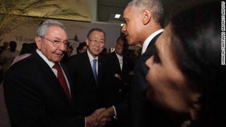 Image #: 36064102    (150411) -- PANAMA CITY, April 11, 2015 (Xinhua) -- U.S. President Barack Obama (2nd R) shakes hands with Cuban leader Raul Castro before the opening of the 7th Summit of the Americas in Panama City, capital of Panama, on April 10, 2015. Barack Obama and Raul Castro met on Friday ahead of the 7th Summit of the Americas, which Cuba attended for the first time. (Xinhua/Santiago Armas) (da) (zy)       XINHUA /LANDOV