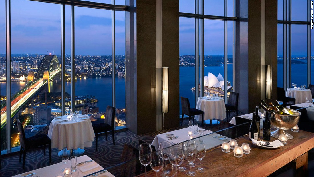 Set on the 36th floor of the Shangri-La, Blu Bar offers striking panoramas of Darling Harbour, Sydney Harbour Bridge and the Opera House.