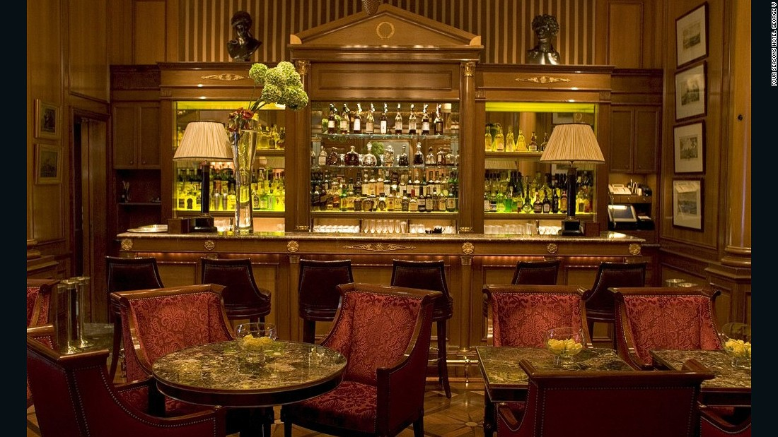 With its dramatic chandeliers, mahogany-paneled walls and red velvet couches, Le Bar's grandeur is reminiscent of a bygone era.