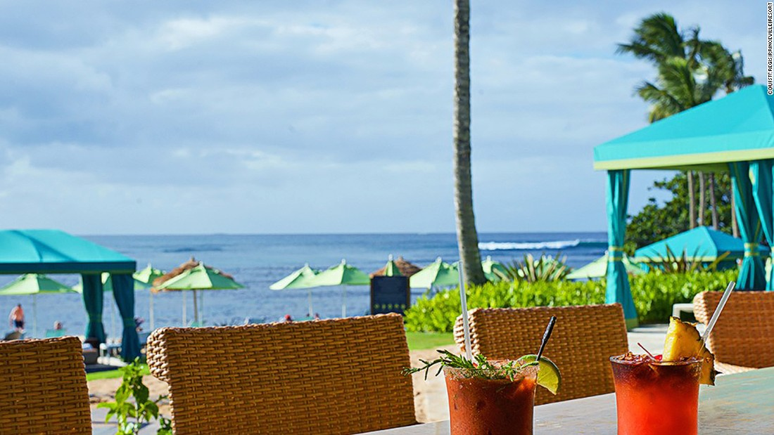 Nalu Kai pairs barefoot appeal with strong drinks and views over Hanalei Bay, Pu'u Poa Beach and Bali Hai.