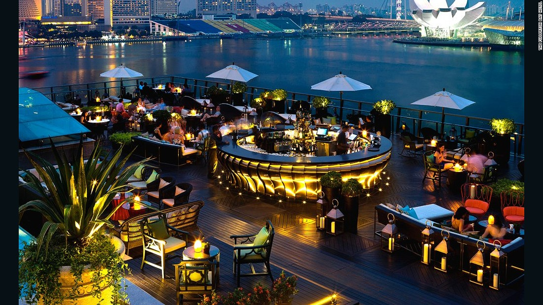 "On the fifth floor of the Fullerton Bay Hotel, this<a href=""http://www.fullertonbayhotel.com/dining/lantern"" target=""_blank""> </a>open-air bar features panoramic views over the Marina Bay waterfront and Singapore skyline."
