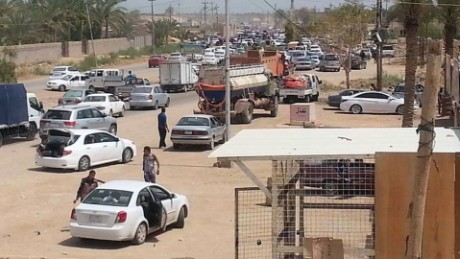 wrn damon iraq ramadi civilians flee_00000604.jpg