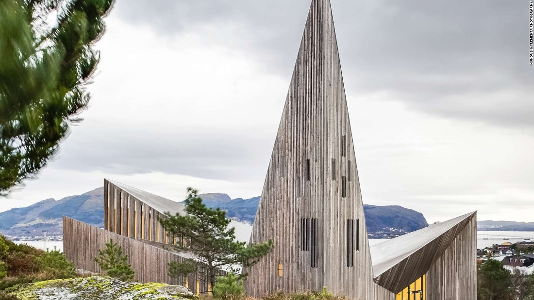 Designed by Reiulf Ramstad Architects, the beautiful new Community Church Knarvik is located on the scenic west-coast of Norway, north of Bergen. The building was carefully adapted to blend with the existing hillside, says the firm.