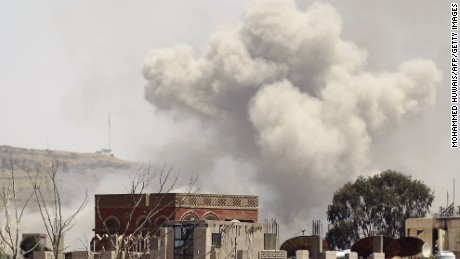 U.S. Navy ship moves closer to Yemen