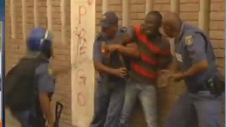 idesk magnay south africa violence_00030316
