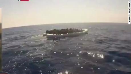 idesk vo italy migrant boat capsizes_00012823
