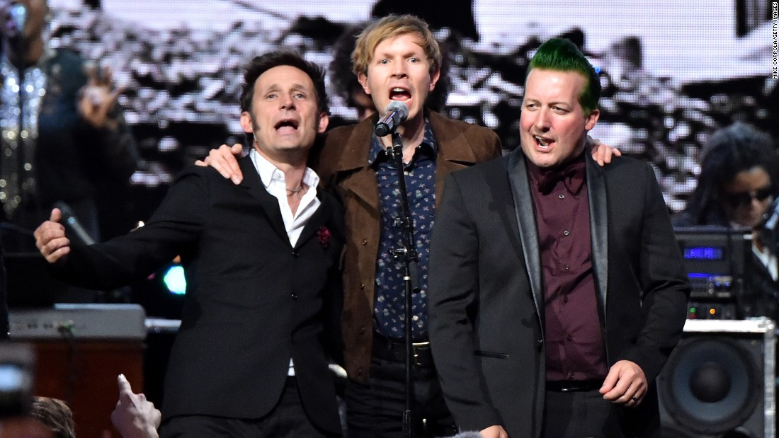 Green Day bandmates Mike Dirnt, left, and Tre Cool, right, performed with simger-songwriter Beck during induction ceremony.