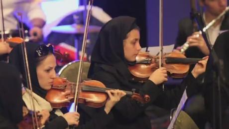 pkg amanpour pleitgen iran orchestra_00001616