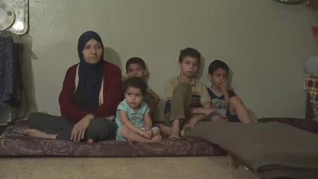 cnnee pkg klein uruguay syrian refugees delayed arrival_00021209