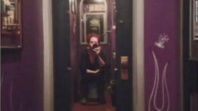 Bathroom Stall En Espaубol two-way mirror found in bar's bathroom stall - cnn video