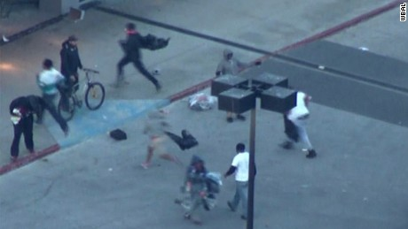 erin bpr rioters looting baltimore mall _00033120