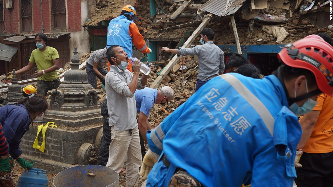 CNN's Tom Booth witnessed a Chinese team searching for bodies in the debris of a historic stupa after the devastating Nepal earthquake that struck on Saturday, April 25.