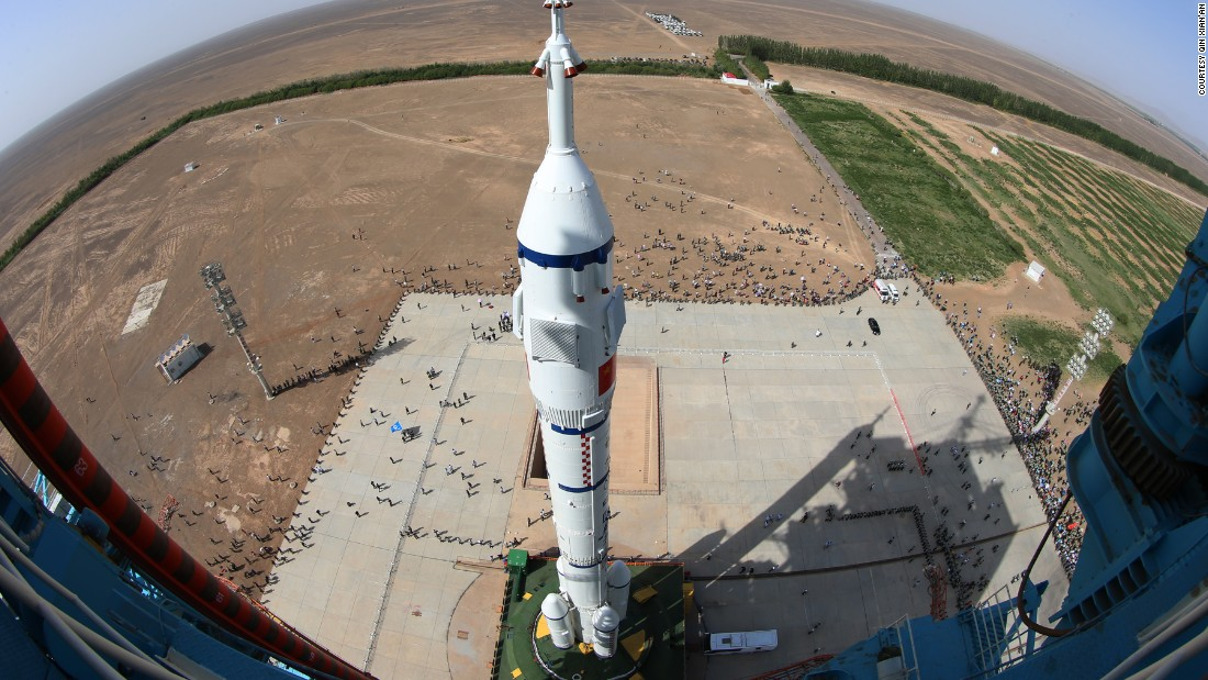 Hours before launch, the Shenzhou-10 spaceship arrives at the launch site.