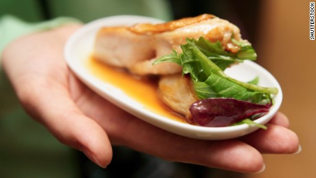 Trick your brain to avoid 'portion distortion'