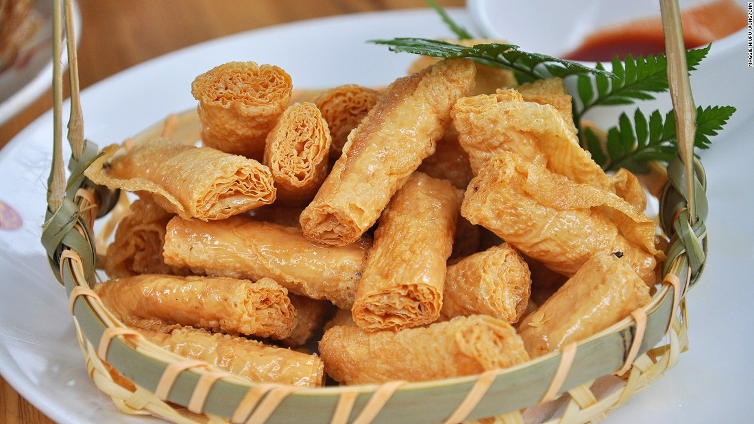 A favorite Hangzhou snack, deep-fried bean curd roll is addictingly crispy. Some are packed with small bits of pork. <br />The snack is available all over China, but it's most famous here because bean curd is a specialty from Sixiang, Hangzhou. It usually comes with a sweet and sour dip.