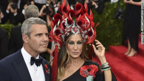Sarah Jessica Parker and Andy Cohen arrive at the Costume Institute Gala Benefit at The Metropolitan Museum of Art May 5, 2015 in New York.  AFP PHOTO / TIMOTHY A. CLARY        (Photo credit should read TIMOTHY A. CLARY/AFP/Getty Images)