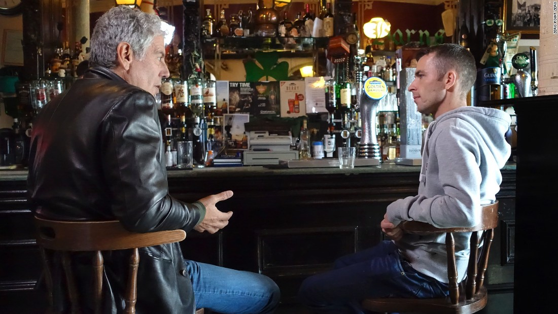 Bourdain has a drink with former gang member-turned-actor Paul Brannigan at The Old Burnt Barns in the East End.
