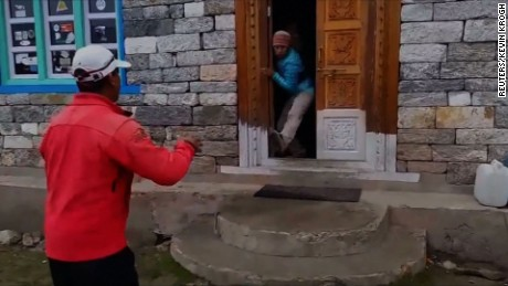 ct nepal langtang earthquake video_00002925.jpg