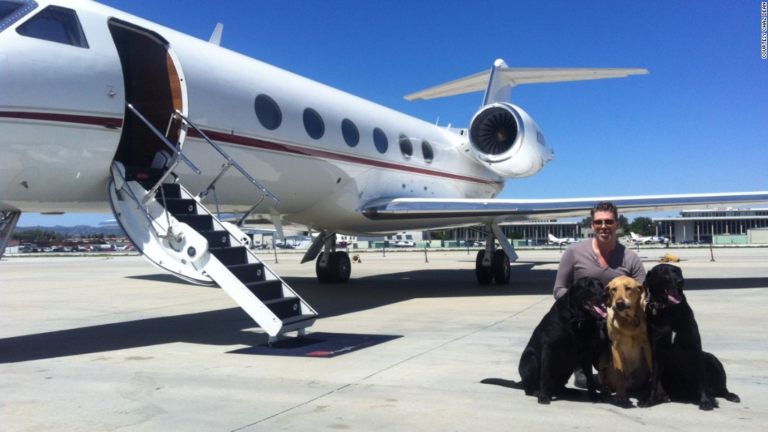 Celebrity Stylist Chaz Dean prepares to board a Gulfstream G-IV with ...