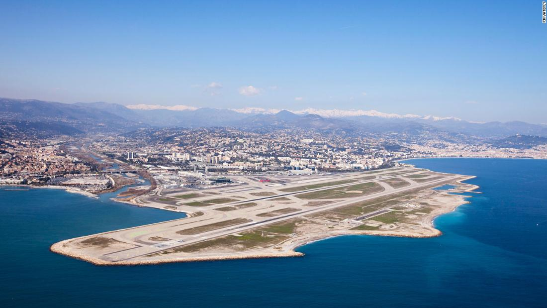 <strong>3. Nice Cote d'Azur Airport (France): </strong>Nice Cote d'Azur Airport is located six kilometers southwest of Nice, in the Alpes-Maritimes department of France. It's the main point of arrival for passengers to the French Riviera.