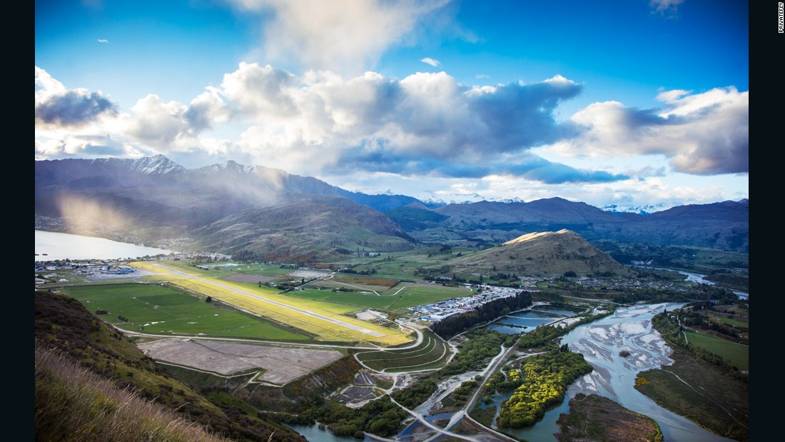 <strong>5. Queenstown Airport (New Zealand): </strong>Located in the heart of the NZ South Island's magical landscapes of mountains, lakes and rivers, there's little surprise Queenstown Airport again ranks among the world's most scenic airport approaches.