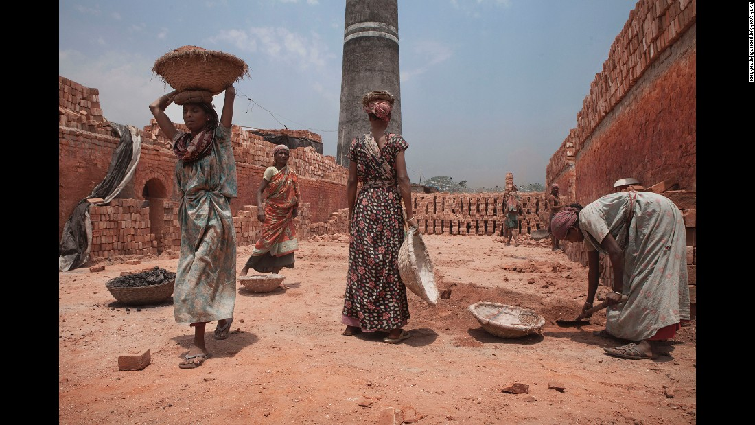 Women at work in the Gazipur area.