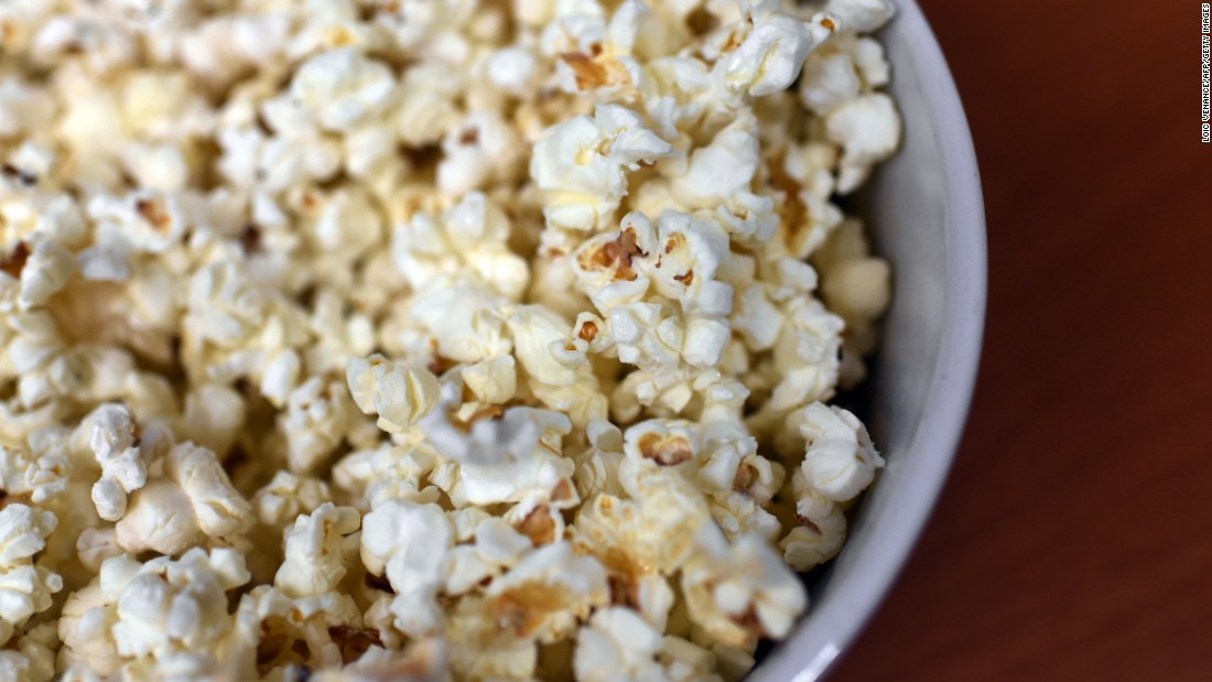 When prepared the old-fashioned way, either over the stove or in a popcorn maker, popcorn makes for a delicious whole-grain snack. For the most nutritious low-calorie option, steer clear of microwaved packs, salt and butter.
