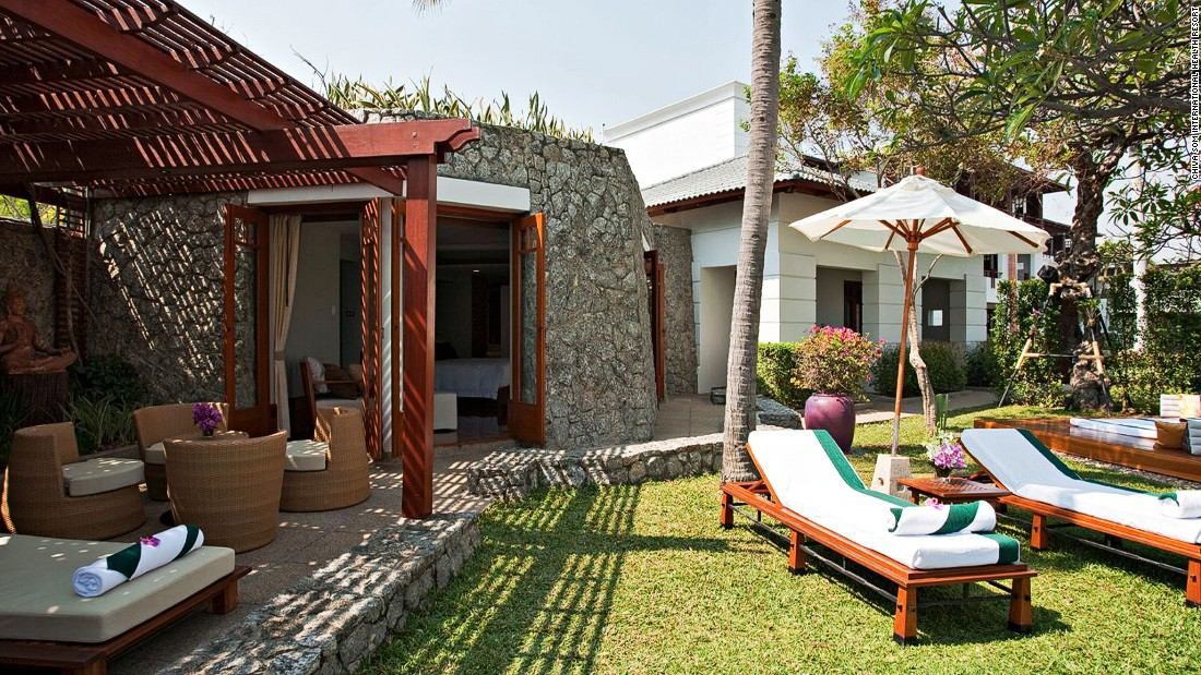 In addition to offering more than 200 spa treatments, Chiva Som has a staff of doctors, nutritionists, acupuncturists, physiotherapists and naturopaths on site.