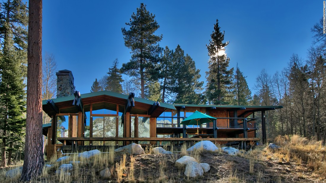 "The <a href=""http://www.toptenrealestatedeals.com/homes/weekly-ten-best-home-deals/2015/5-19-2015/1/"" target=""_blank"">Lake Tahoe, Nevada, house</a> where Whitney Houston's ""Bodyguard"" character Rachel Marron went into hiding after being stalked played a prominent role in the film. The rustic home, which was also used during filming for ""City of Angels,"" was listed for sale at $7.995 million in May 2015."
