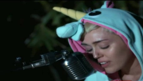 cnnee show miley cyrus fish dead_00000115